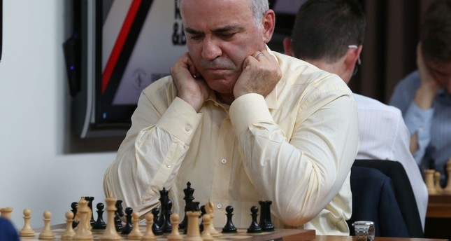 Kasparov suffers first loss in comeback event
