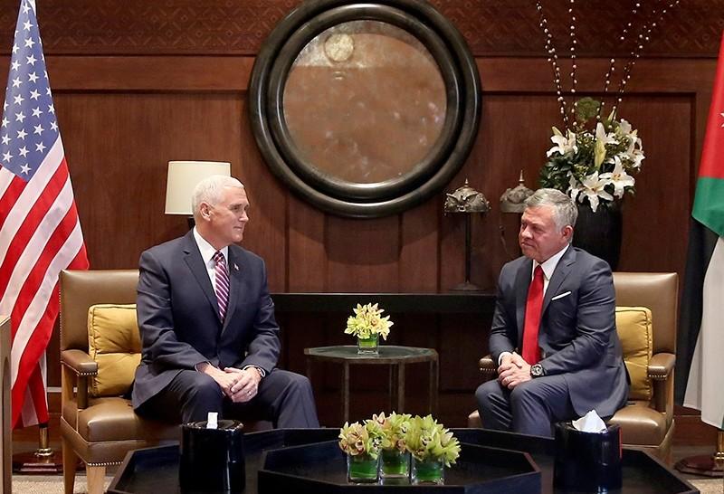 U.S. Vice President Mike Pence, left, meets with King Abdullah II at the Husseiniya Palace in Amman, Jordan, Jan 21, 2018 (AP Photo)