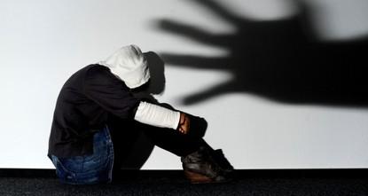 pIn Australien sind über einen Zeitraum von Jahrzehnten hinweg mehrere zehntausend Kinder in kirchlichen und staatlichen Einrichtungen sexuell missbraucht worden./p  pDies geht aus dem am Freitag...