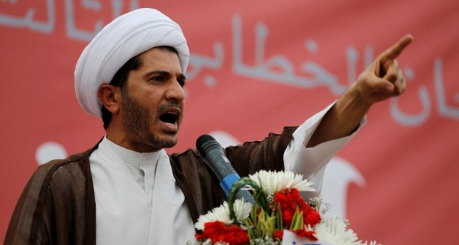 Sheikh Ali Salman, head of Bahrain's largest Shi'ite opposition group Wefaq, speaks to gathering of tens of thousands in the village of Diraz, West of Manama, Bahrain, July 1, 2011. (Reuters Photo)