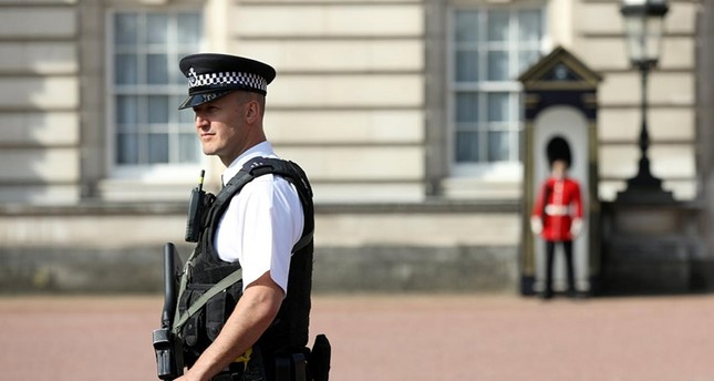 A police officer patrols within the grounds of Buckingham Palace in London, Britain August 26, 2017 (Reuters File Photo)