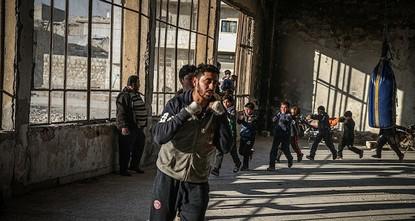 ملاكمون سوريون يطمحون للعالمية من تحت الأنقاض