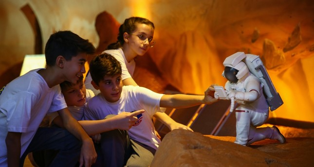 Children learn about a future Mars colony.