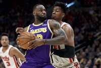 Lakers snap losing streak with win over Trail Blazers