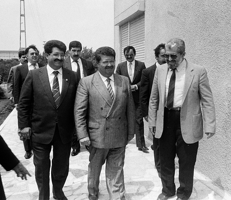 Then Prime Minister Turgut Özal (C) visits his brothers Korkut (R) and Yusuf (L) in their house in 1988. (AA Photo)