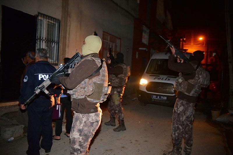 Police units raid an address where Daesh suspects had been hiding in Adana, Turkey, Nov. 10, 2017. (DHA Photo)