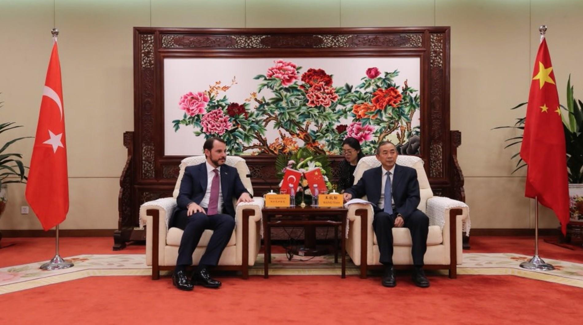 Energy Minister Berat Albayrak (L) with Chinese Atomic Energy Authority (CAEA) Vice Chairman Wang Yiren (R) in Beijing, China, May 3.