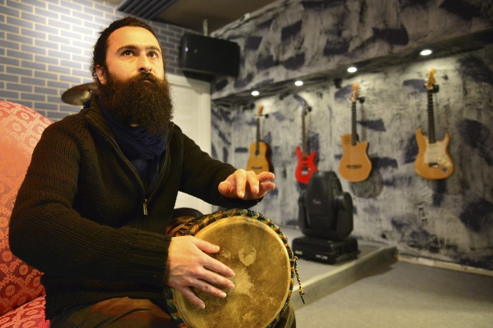 Visiting Iran, Pakistan, India, Nepal, Indonesia, Malaysia, Thailand, Georgia and Armenia, Cihan Selu00e7uk Ateu015fou011flu studied the music culture and instruments in those countries.