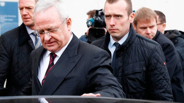 Former Volkswagen (VW) boss Martin Winterkorn (L) gets into his car as he leaves the Bundestag (lower house of parliament) compound, on Jan. 19, 2017 in Berlin. (AFP Photo)