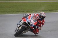 Dovizioso victory keeps title race alive