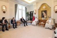 وزير السياحة التركي يلتقي الشيخ خالد بن خليفة بن عبد العزيز آل ثاني، رئيس الوزراء ووزير الداخلية في قطر عن موقع وزير السياحة على تويتر