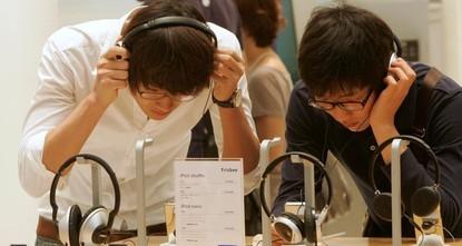 'Millennials' music habit puts their hearing at risk'