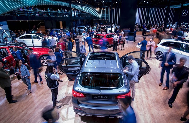 Visitors look at vehicles by German carmaker Mercedes during the public day of the 17th Shanghai International Automobile Industry Exhibition in Shanghai on April 24, 2017. (AFP Photo)