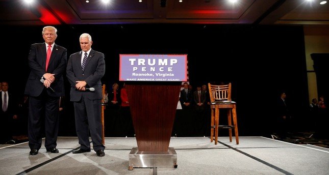 Republican presidential candidate Donald Trump (L) and vice presidential candidate Mike Pence pray at a campaign event in Roanoke, Virginia, U.S., July 25, 2016. (Reuters Photo)