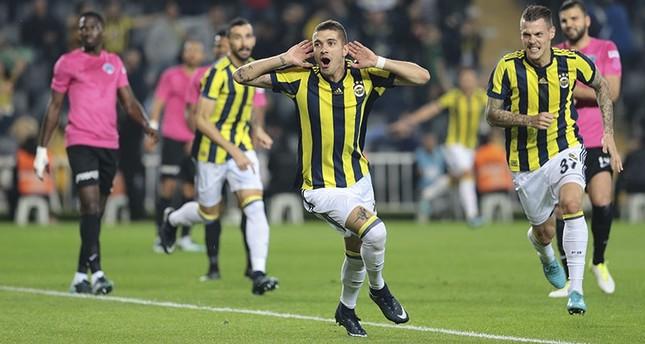 Fenerbahçe's Roman Neustadter celebrates his goal against Kasımpaşa in Turkish Süper Lig Week 14 match in Ülker Stadium, Istanbul, Dec. 26, 2017. (AA Photo)