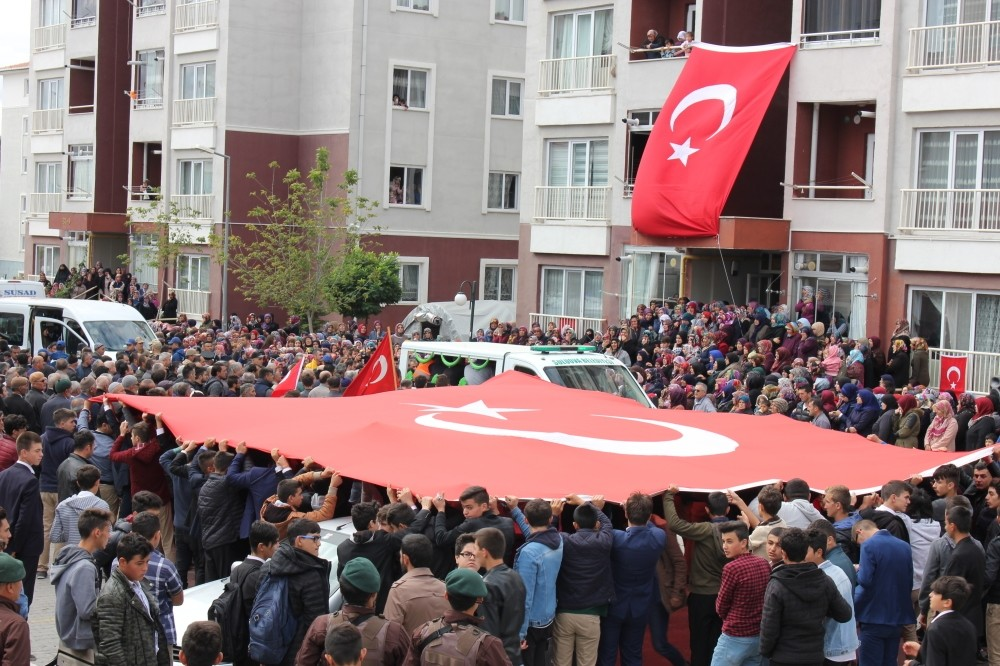 A large number of people gathered yesterday for the funeral ceremony of gendarmerie specialized Sergeant Su00fcleyman u00c7avuu015f in northern Amasya province, who was killed by the PKK attack in southeastern Batman province.