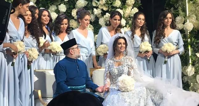 Usai Didera Isu Menikahi Mantan Putri Kecantikan Rusia, Raja Malaysia Turun Takhta