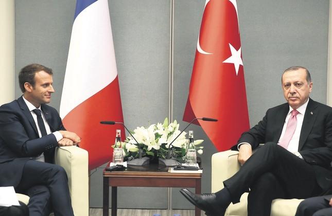 President Erdoğan and French President Macron pose for photos at U.N. headquarters, Sept. 19, 2017.