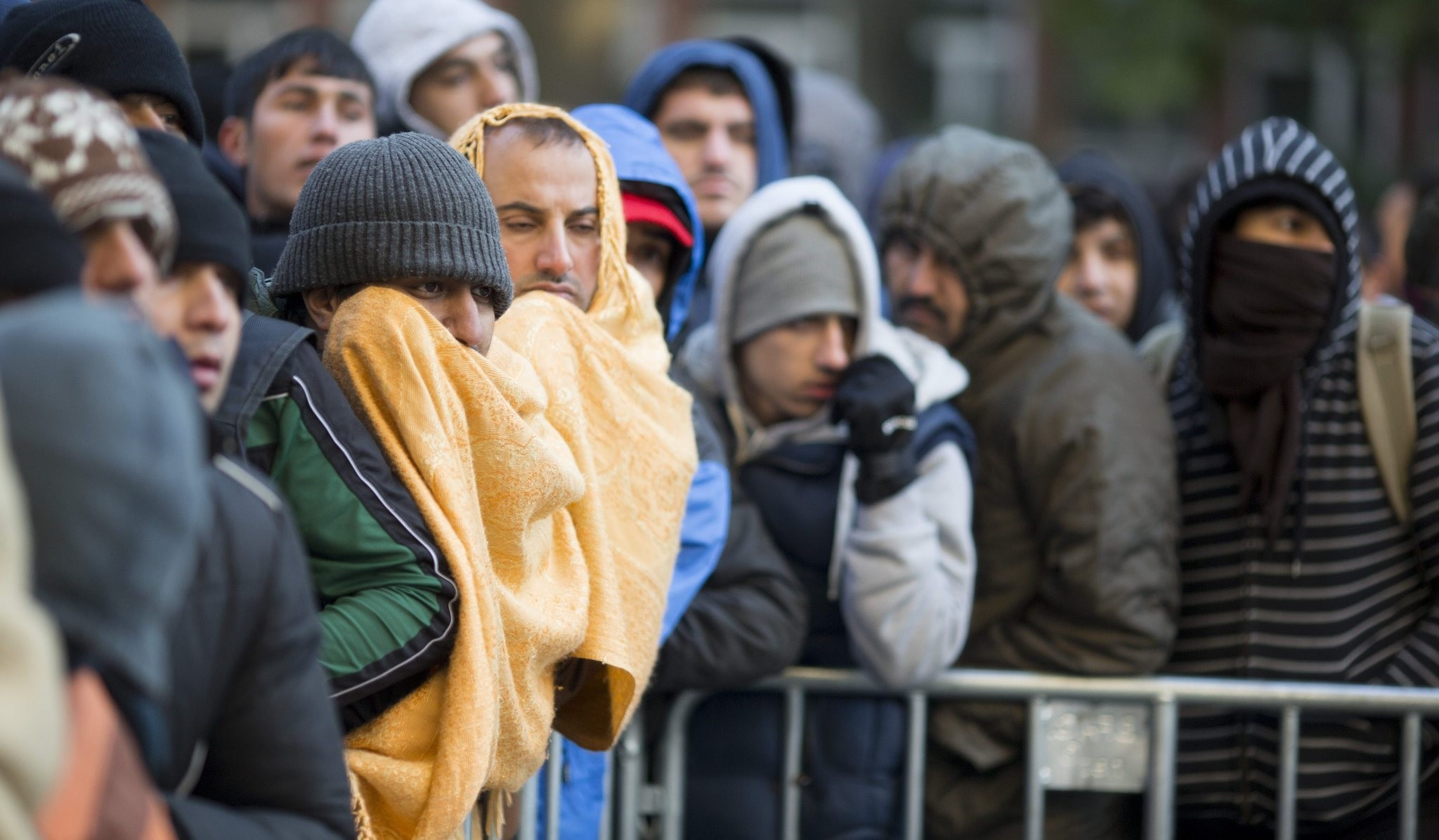 Refugees wait for registration and allocation of a sleeping place on the premises of the State Office of Health and Welfare in Berlin, Germany, early 12 October 2015. (EPA Photo)