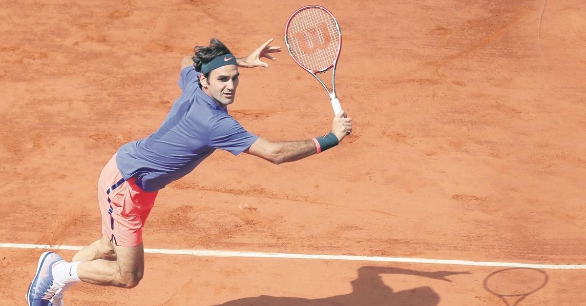 Roger Federer makes a return against Stan Wawrinka at the French Open, June 2, 2016.