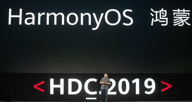 Richard Yu, head of Huawei's consumer business, unveils the company's new HarmonyOS operating system during a press conference in Dongguan, Guangdong province on August 9, 2019. (AFP Photo)
