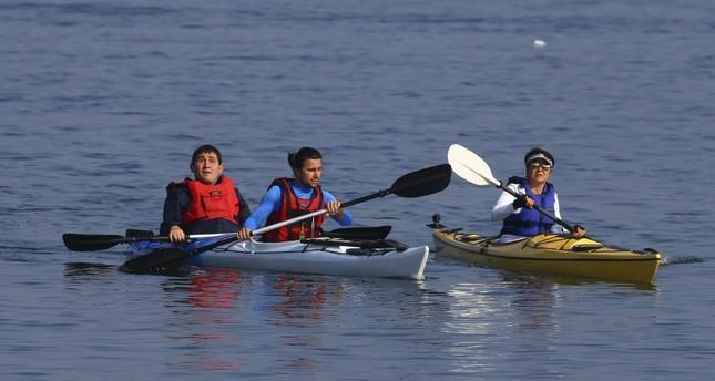 Visually impaired duo crosses Gulf of İzmir with canoe