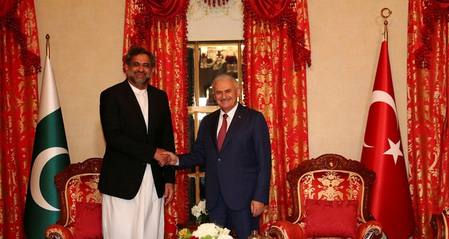 PM Yıldırım (R) shakes hands with his Pakistani counterpart Abbasi (IHA Photo)