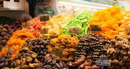 رحلة استكشافية في متاجر المكسرات البهية في الأسواق التركية