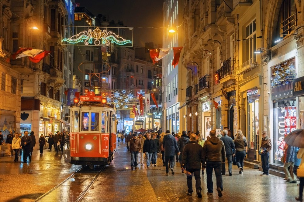 Istanbulu2019s Beyou011flu district will host a Christmas market, a comedy night and an expat gathering in the last days of 2018.