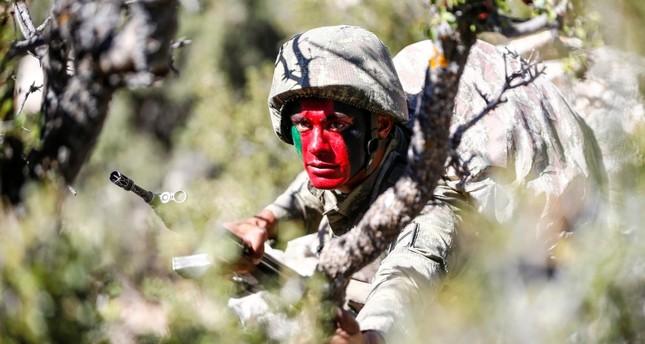 قوات الكوماندوز التركية تجري تدريبات على مكافحة الإرهاب في المناطق الوعرة