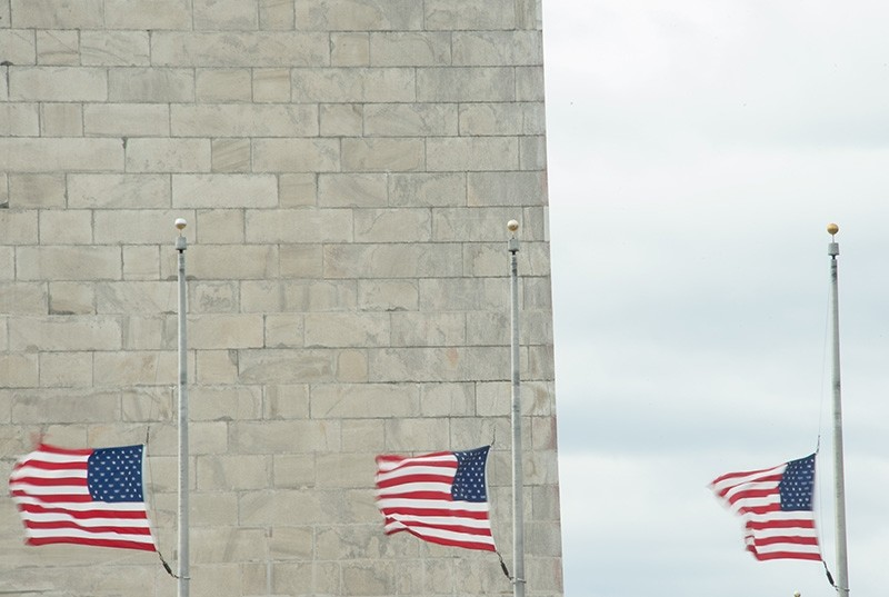 U.S. flags flutter in strong wind in front of the Washington Monument in Washington, D.C., U.S., March 2, 2018. (AFP Photo)