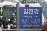 South Korea to send special envoys to North for talks