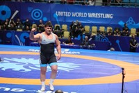 Turkish wrestling star Rıza Kayaalp climbs to world finals, secures Olympics