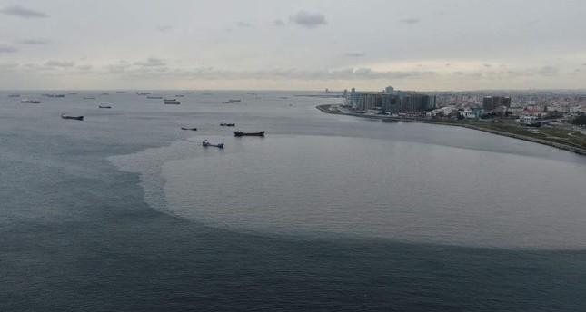 Maritime pollution has particularly increased on Istanbul's Zeytinburnu coast. DHA Photo