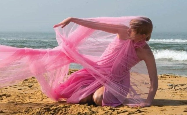 Two workshops to explore performance art, love