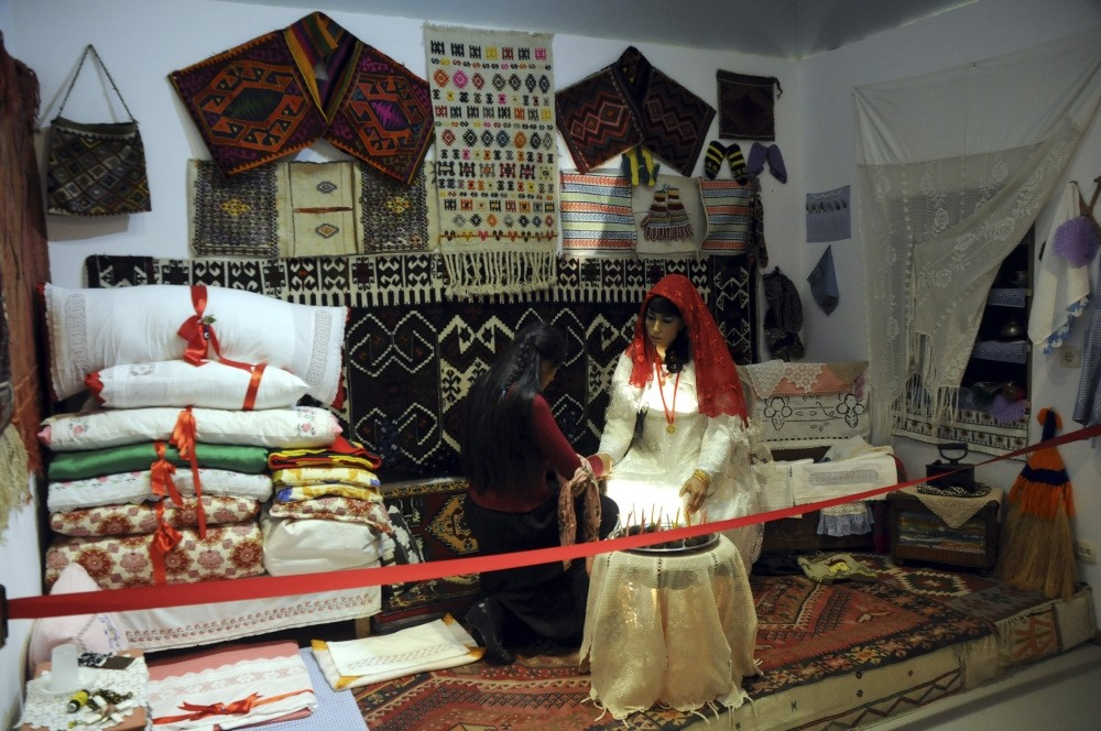 Cultural and folkloric traits and subjects reflecting the socioeconomic practices in the area are exhibited in the museum.