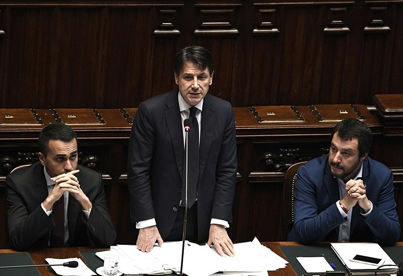 Italian premier Giuseppe Conte (C) speak flanked by Industry Minister and deputy PM Luigi Di Maio and Italyu2019s Interior Minister and Deputy Prime Minister Matteo Salvini (R) on June 6, 2018. (AFP Photo)