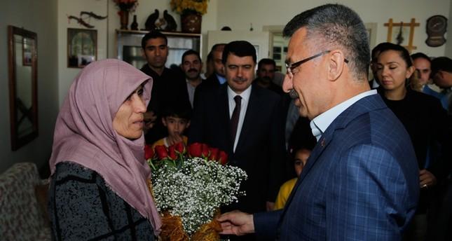 نائب الرئيس التركي يقدم العزاء لأسرة مواطن استشهد متأثرا بجراح أصيب بها في مذبحة نيوزيلندا