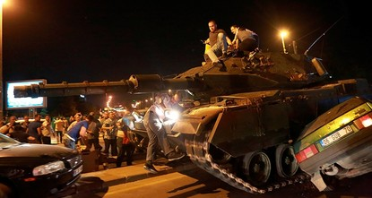 pA group of Turkish soldiers who rejected orders to return to Turkey after the Gülenist Terror Group (FETÖ) organized July 15 failed coup attempt have requested asylum in Netherlands, Dutch daily...