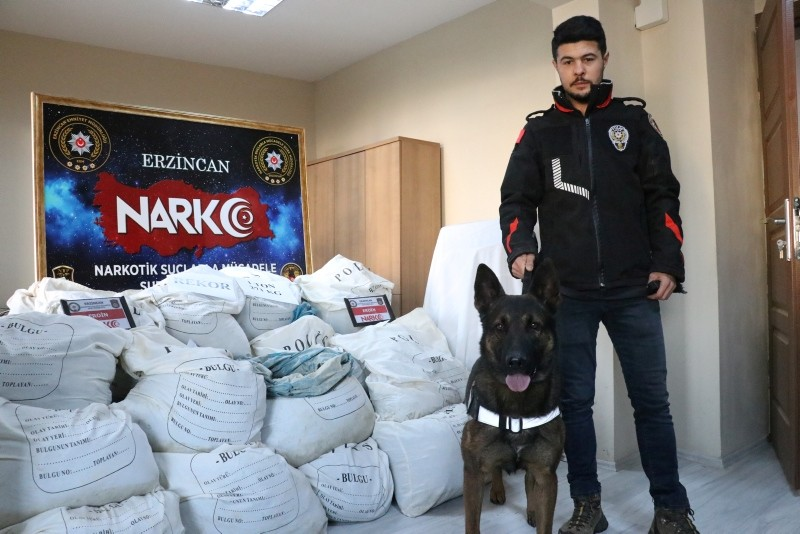 A police officer poses with narcotics dog Odin before the 1.27-ton record bust of heroin at the police headquarters in Erzincan, eastern Turkey, Dec. 06, 2018. (AA Photo)