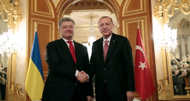 President Recep Tayyip Erdoğan, right, meets with Ukrainian President Petro Poroshenko prior to their meeting in Istanbul, Saturday, Nov. 3, 2018. (Presidential Press Service)