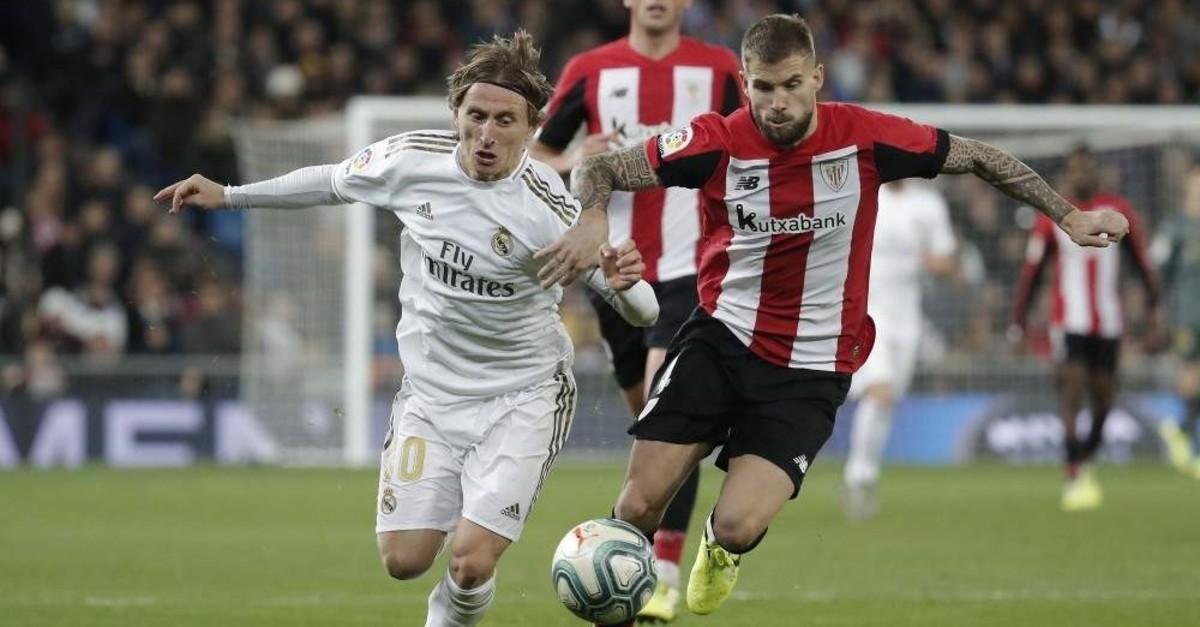 Real Madrid's Luka Modric (L) tries to stop Athletic Bilbao's Inigo Martinez (R), Madrid, Dec. 22, 2019. (AA Photo)