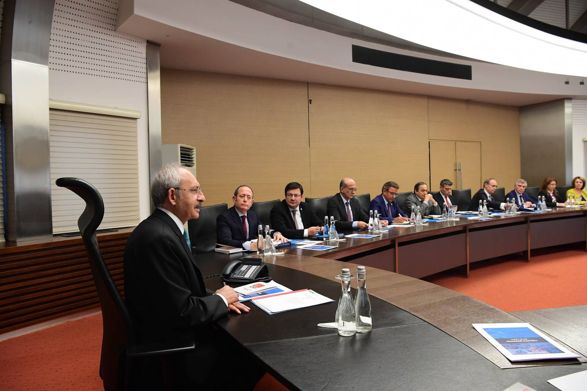 CHP leader Kemal Ku0131lu0131u00e7darou011flu chairs the party's Central Executive Board (MYK) meeting in Ankara. (IHA Photo)