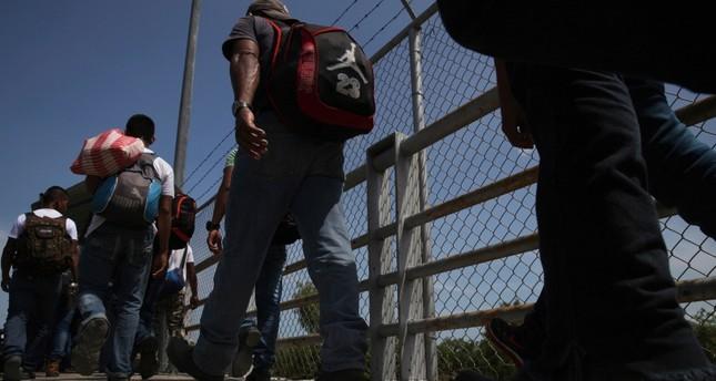 وفاة مهاجرين احتجزتهما السلطات الأمريكية عند الحدود
