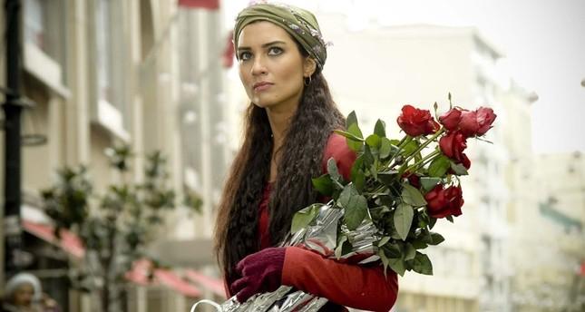 صورة من مشهد بمسلسل بائعة الورد (صحيفة تقويم)