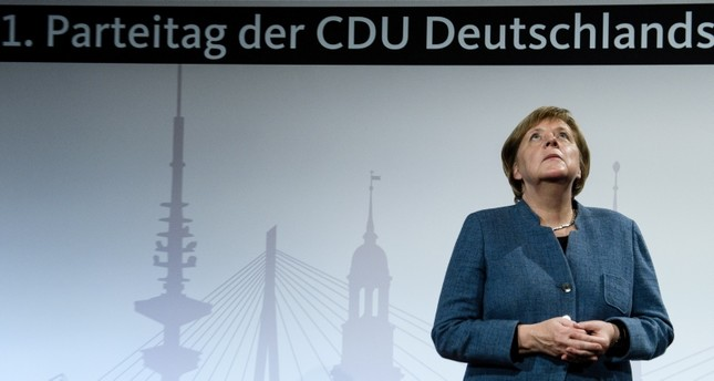 تتخلى المستشارة الألمانية أنغيلا ميركل الجمعة عن قيادة الاتحاد الديمقراطي المسيحي المحافظ التي تولتها لـ18 عاما