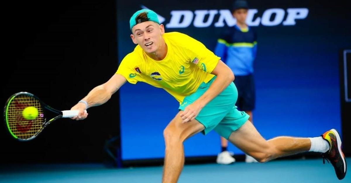 Alex de Minaur of Australia hits a return against Denis Shapovalov of Canada, Brisbane, Jan. 5, 2020. (AFP Photo)