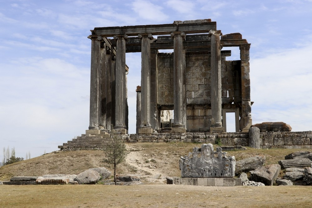 The Temple of Zeus in the ancient city of Aizanoi is located in Ku00fctahya provinceu2019s u00c7avdarhisar district.