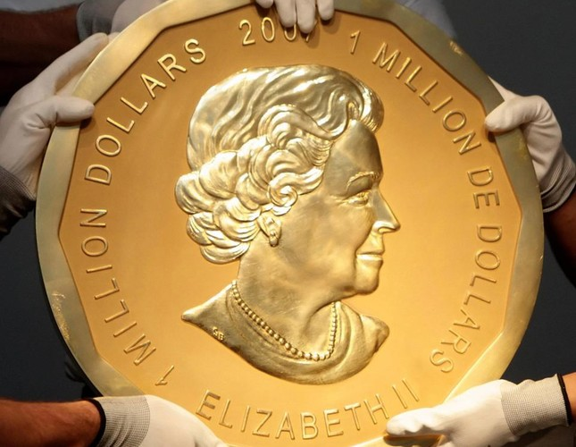 A giant gold coin bearing the Queen's image and worth $4m was stolen from the Bode Museum in Germany last March.