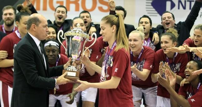 FIBA Europe President Turgay Demirel presents team captain Bahar Çağlar with the trophy. (AA Photo)